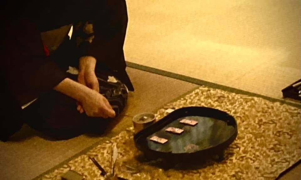 奈良 なら nara 三五夜 三五屋 さんごや sangoya 隠れ家 サロン 茶の湯 茶道 煎茶道 煎茶道体験 煎茶道教室 教室 和の稽古 お稽古 習い事 茶会 月釜 濃茶 各服点て 薄茶 上生菓子 干菓子 和菓子 ほっこり のんびり 奈良の秘密スポット JR奈良 奈良駅 旧奈良駅駅舎 駅前 駅近 徒歩2分 徒歩圏内 古民家 古民家リノベーション 改装 和室 大正レトロ レトロモダン 料亭 茶室 にじり口 小間 広間 座敷 茶事 表千家茶道 表千家茶道教室 切古典 奈良市三条町 伝統 茶道具 木槿 むくげ ムクゲ 宗旦木槿 アフターコロナ 感染予防対策 ワクチン接種済 ワクチン接種証明 泉山御流 香道 お香 組香 香 香会 沈香 名香六十一種 蘭奢待 東大寺 奈良 聖徳太子 松尾瑶香 泉涌寺 御寺 皇室菩提寺  聞香 香を聞く