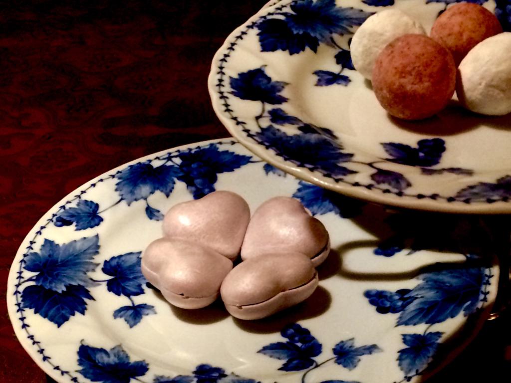 奈良 nara 三五夜 隠れ家サロン 茶道 茶の湯 お茶 抹茶 珠光茶会 趣向 見立て テーブル茶道 立礼 ティーカップ ティーウォーマー JR奈良 徒歩2分 三網田 たねや 最中 もなか モナカ