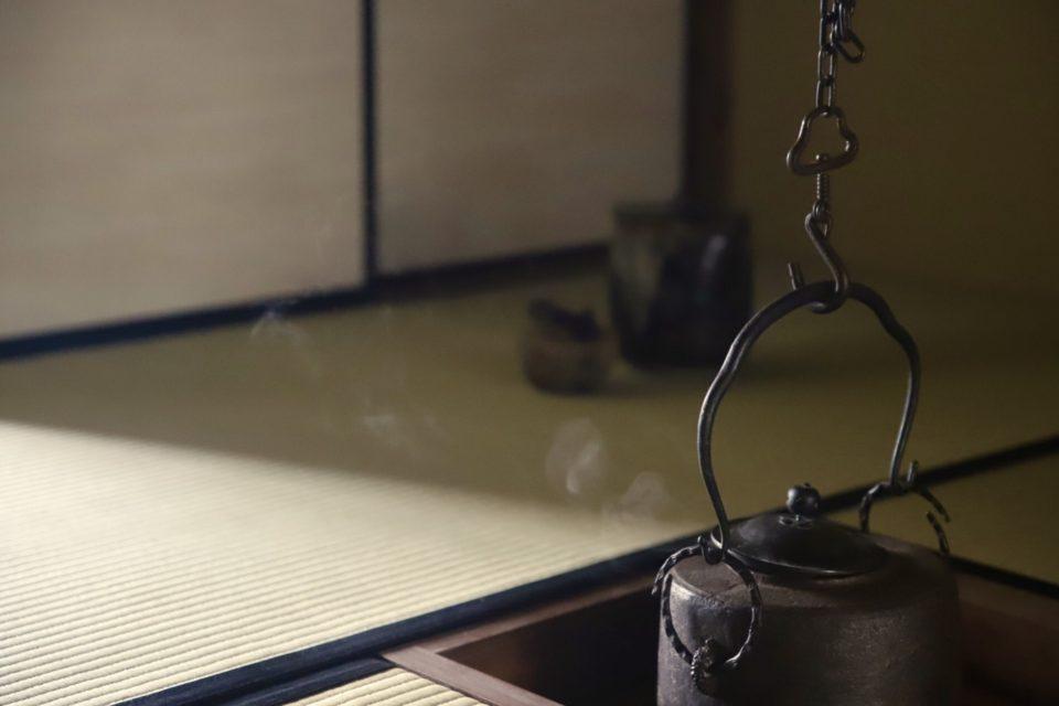 奈良 nara 茶道 茶の湯 抹茶 茶室 釣釜 茶席 月釜 釣釜 隠れ家サロン 三五夜 JR奈良駅 徒歩2分 三網田